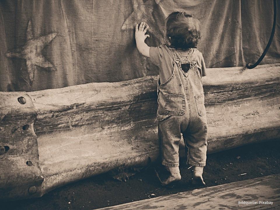 toddler kleinkind barfuß laufen lernen barfuß laufen lernen