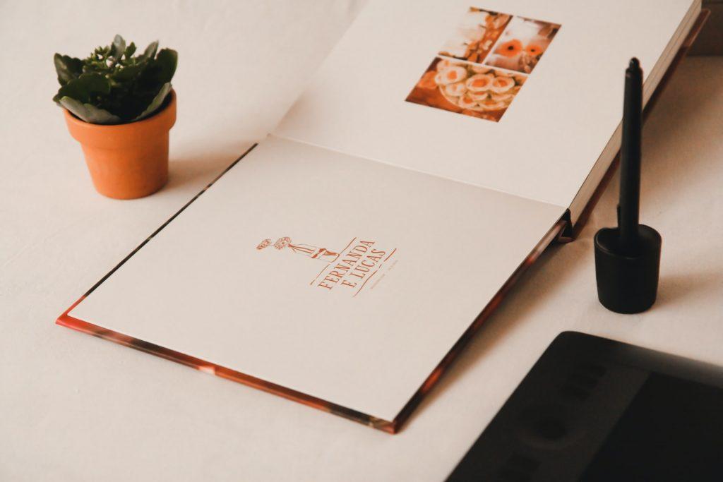 Ein Fotoalbum als Geschenk zur Geburt